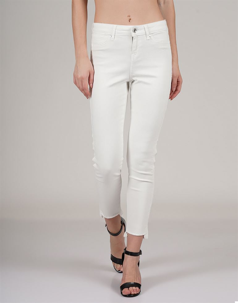 Vero Moda Casual Wear Solid Women Jean